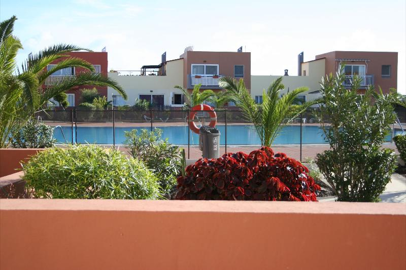 Front pool apartment