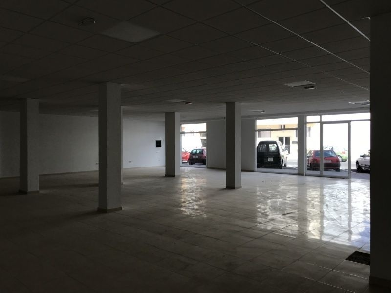 Commercial 325 Sqm Local