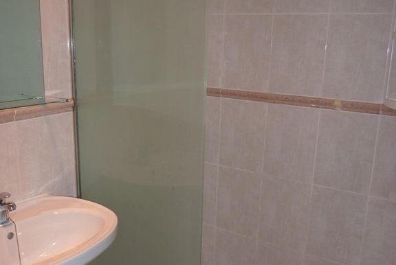 FR124 bathroom
