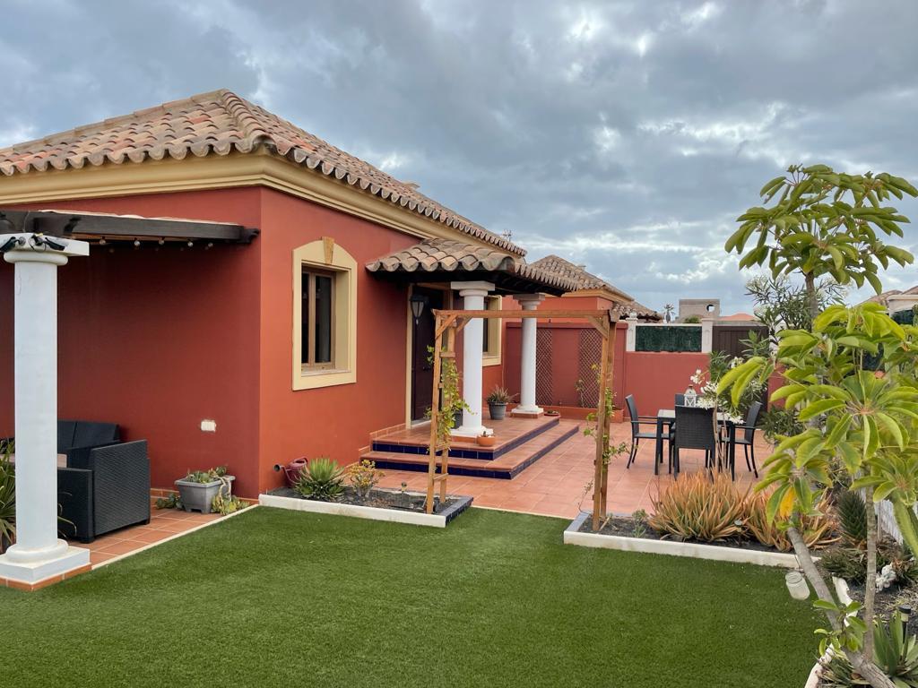 Beautiful villa with studio in Vistas del Mar
